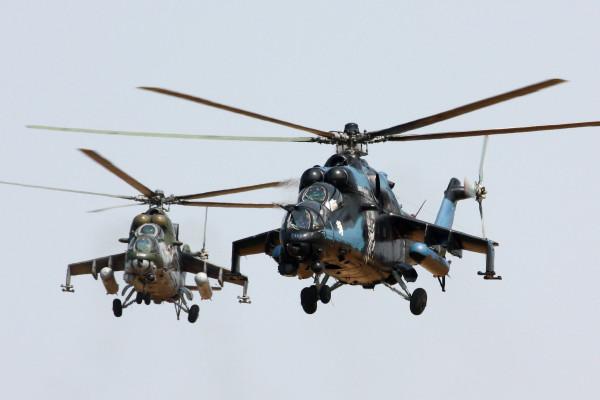 De twee Tsjechische heli's in 2012.