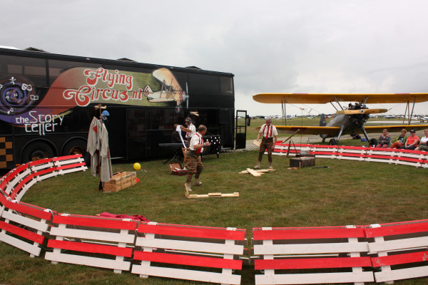 Flying Circus zorgt voor vermaak bij jong en oud.